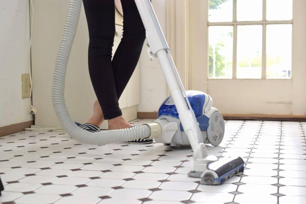 ハウスダスト対策③:掃除機をこまめにかける