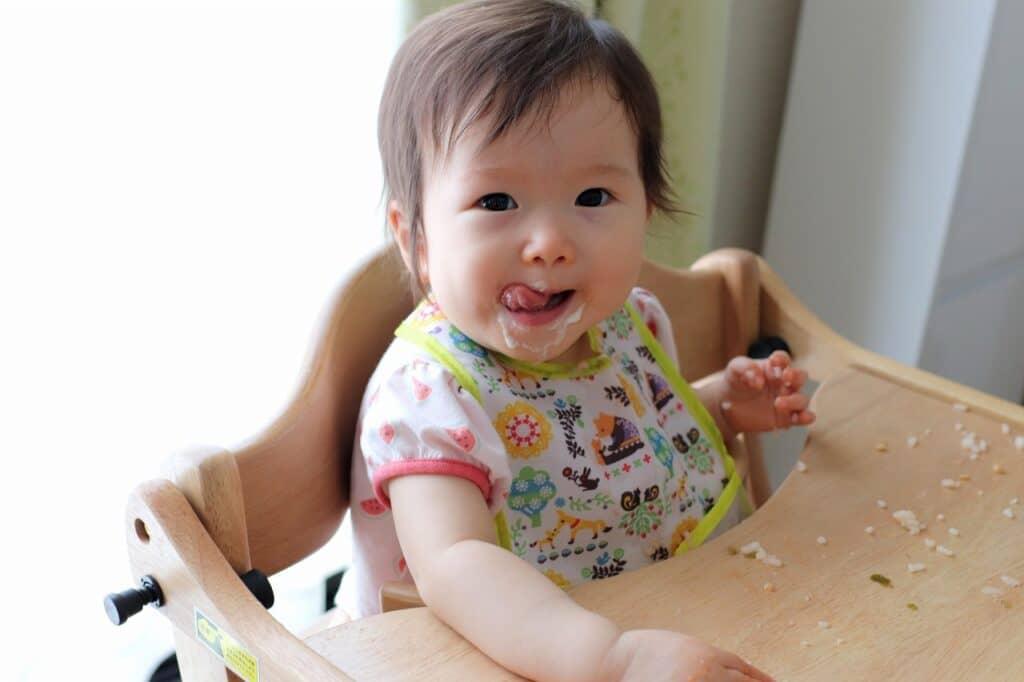 子供や赤ちゃんの遊び食べ対策④:危険がないように気が済むまで様子を見る