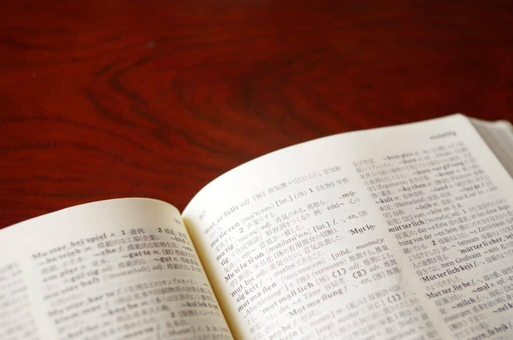 外国語をヒントに探す