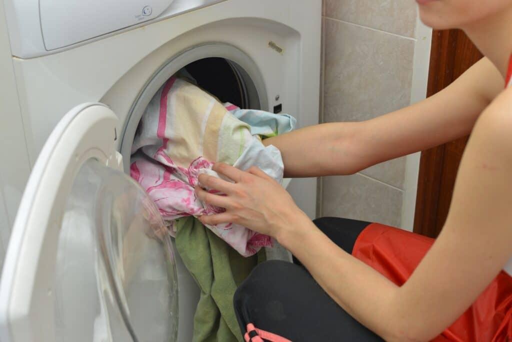 洗濯のしやすさ、脱水と乾燥がOKのものが便利