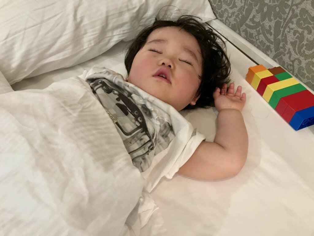 夏は特に子供の寝相が悪くなる?