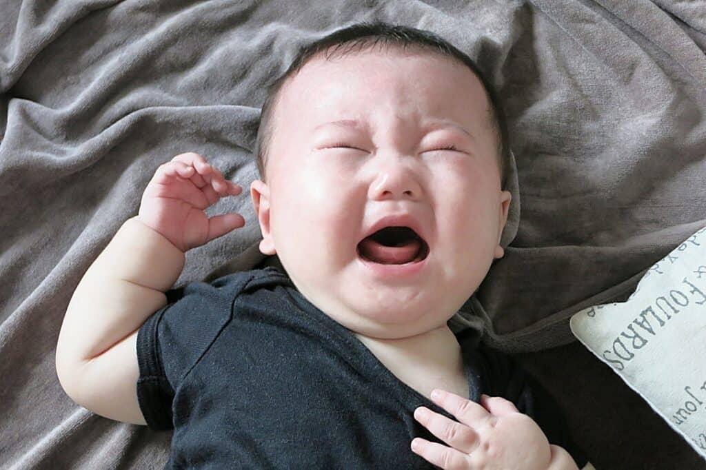 赤ちゃんが後追いする原因は愛情不足?
