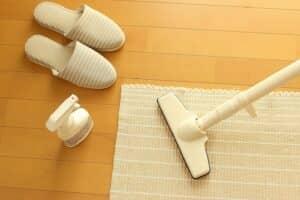 カーペット掃除に便利な掃除グッズは? 汚れ別の掃除方法とおすすめグッズ