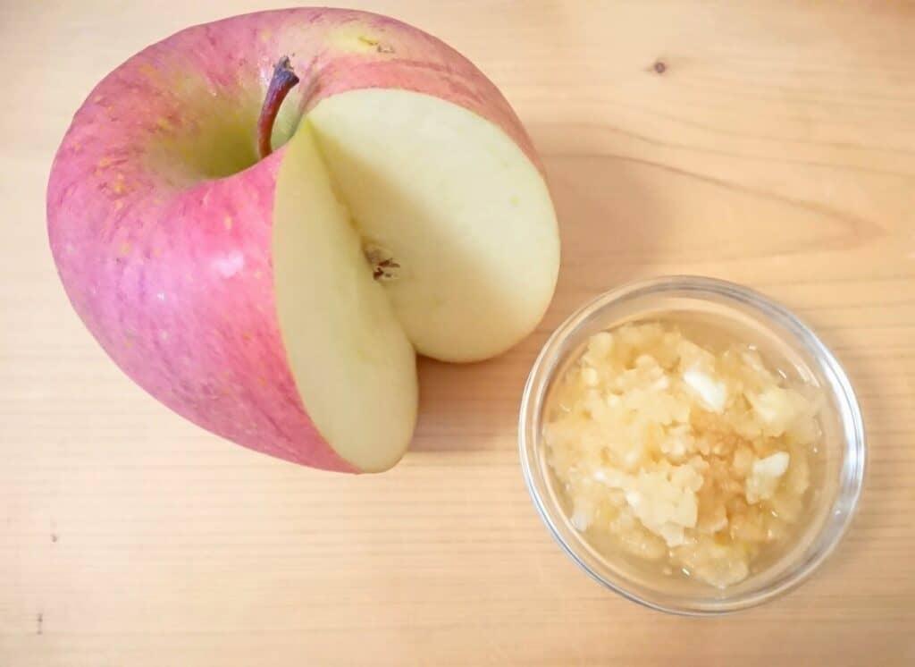 離乳食でりんごはいつから食べさせてOK?