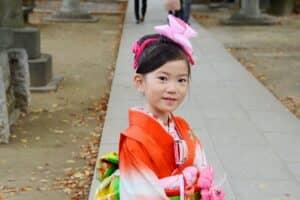 【7歳の七五三】女の子に人気の着物やヘアアレンジ、便利アイテムを紹介!