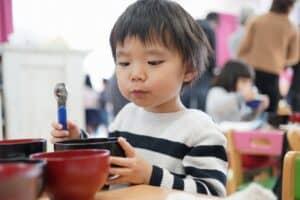2歳児の食事のポイント! 食べられない食材は? 献立例や食べない時の対処法などを紹介
