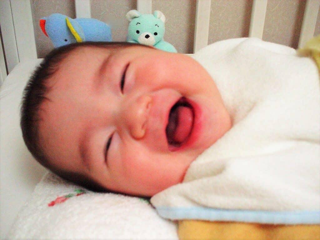 赤ちゃんはいつから笑う? 笑いの種類って?
