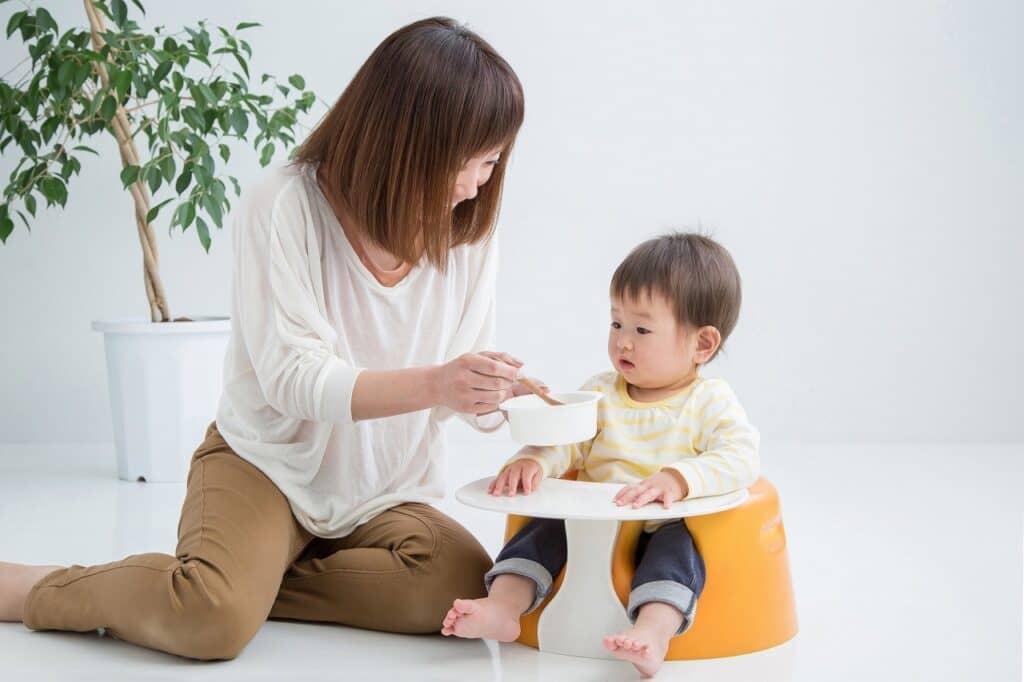 子供や赤ちゃんの遊び食べ対策③:口頭で注意する