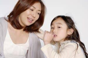 子供が爪を噛む癖が治らないのはなぜ? ストレス? 愛情不足? やめさせる方法は?