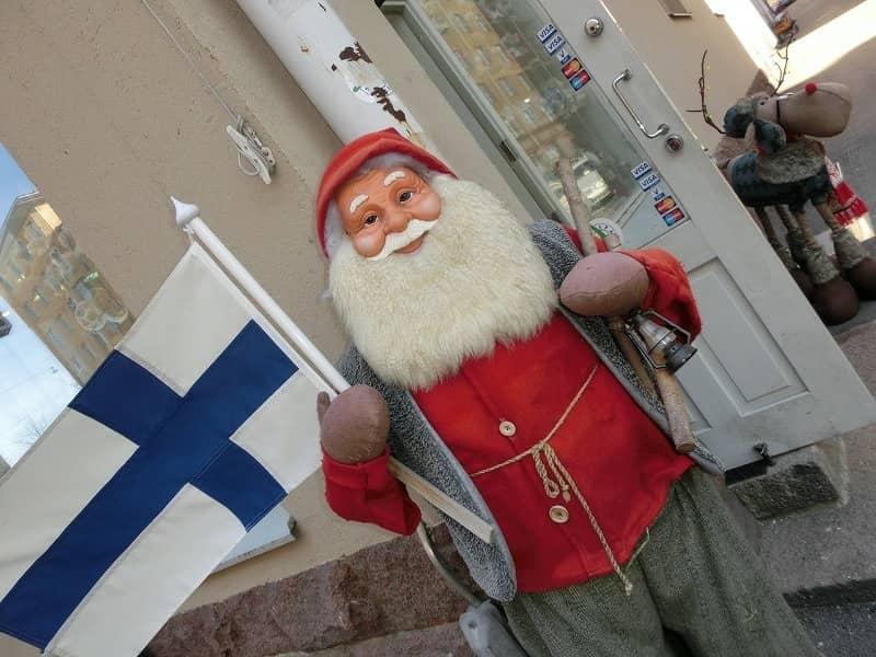 サンタクロースはどこにいるの?何者なの?