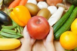 【管理栄養士監修】離乳食にりんごはいつからOK? 保存方法や時期別の食べさせ方、おすすめレシピも