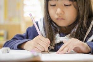 子供の鉛筆の持ち方が変! 正しい持ち方は? 今からでも間に合う鉛筆の持ち方矯正講座