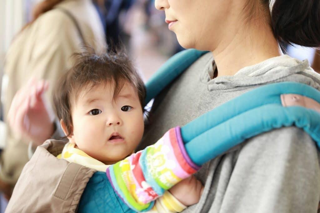 セカンド抱っこ紐として、コニー抱っこ紐とエアリコで悩むママも