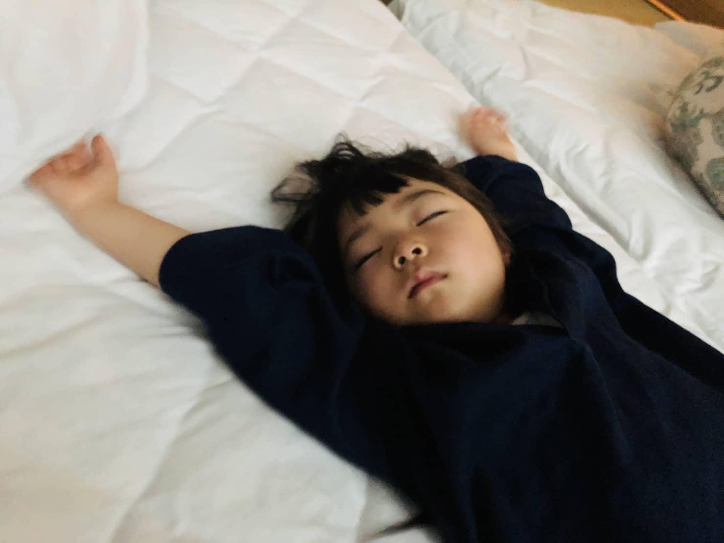 子供の寝相が悪い理由は? 体勢によってストレスや病気が関係してる?