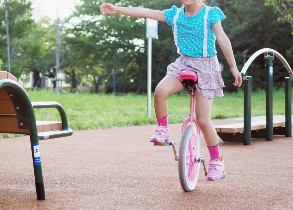 体操教室のメリット:バランス感覚や柔軟性が身に付く