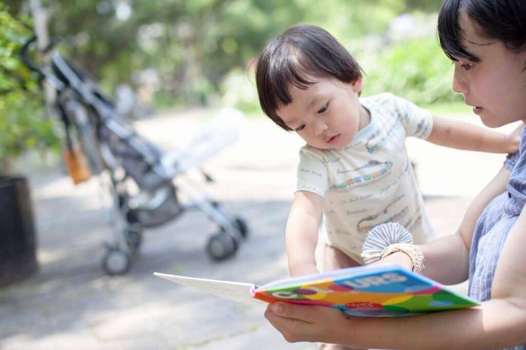 赤ちゃんにおすすめの英語の勉強方法②:英語の絵本の読み聞かせ