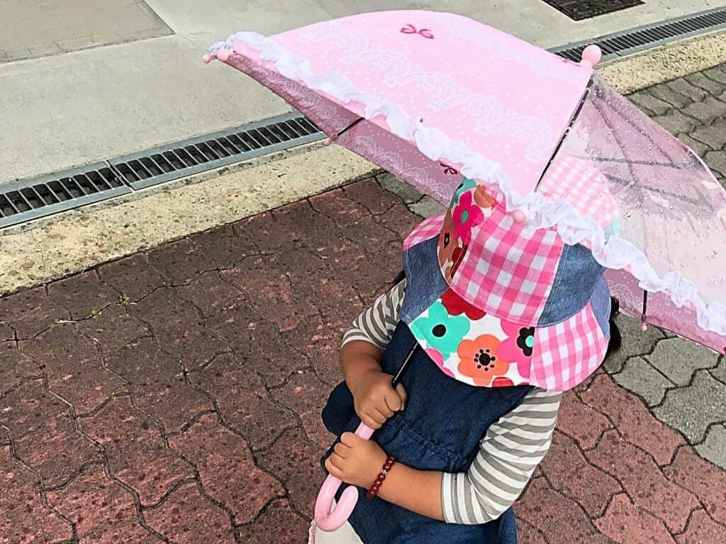 子供の傘はいつから持たせる?