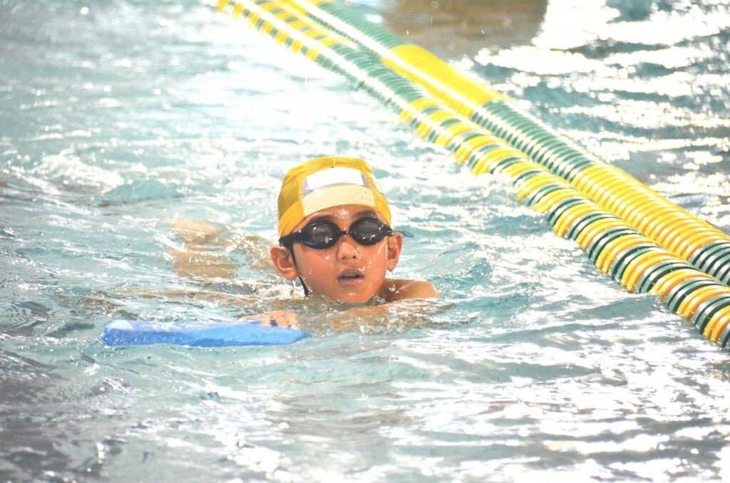初めての子供の習い事! 体操教室と水泳教室どっちがおすすめ?