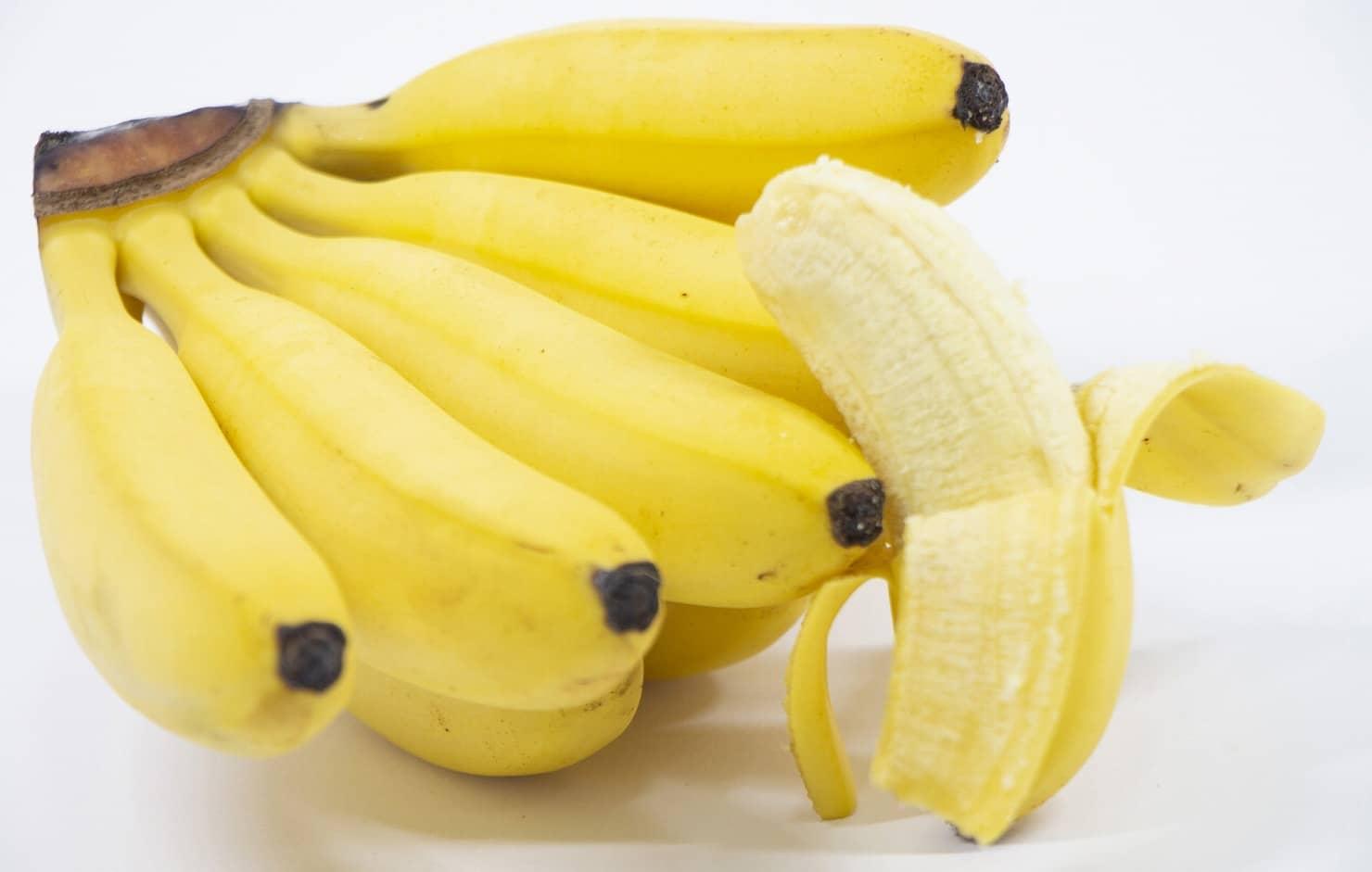 【管理栄養士監修】離乳食でバナナはいつから大丈夫? アレルギーやレシピ、冷凍保存の方法を紹介