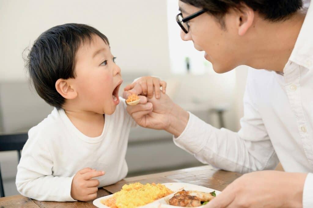 子供の利き手は親の遺伝と関係している?