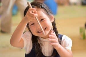 子供の利き手はいつわかる? 見分け方や左利きの矯正の必要性を徹底調査!