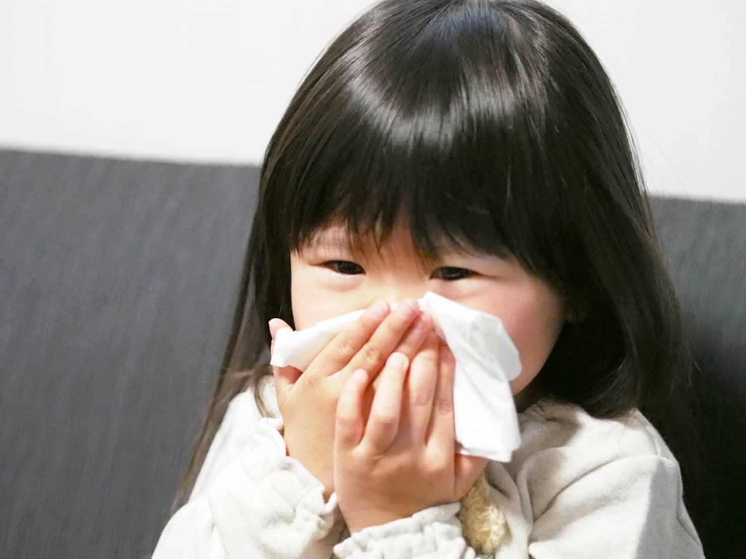 RSウイルス感染症とは? 症状は? 保育園や幼稚園は登園禁止? 大人にもうつる?