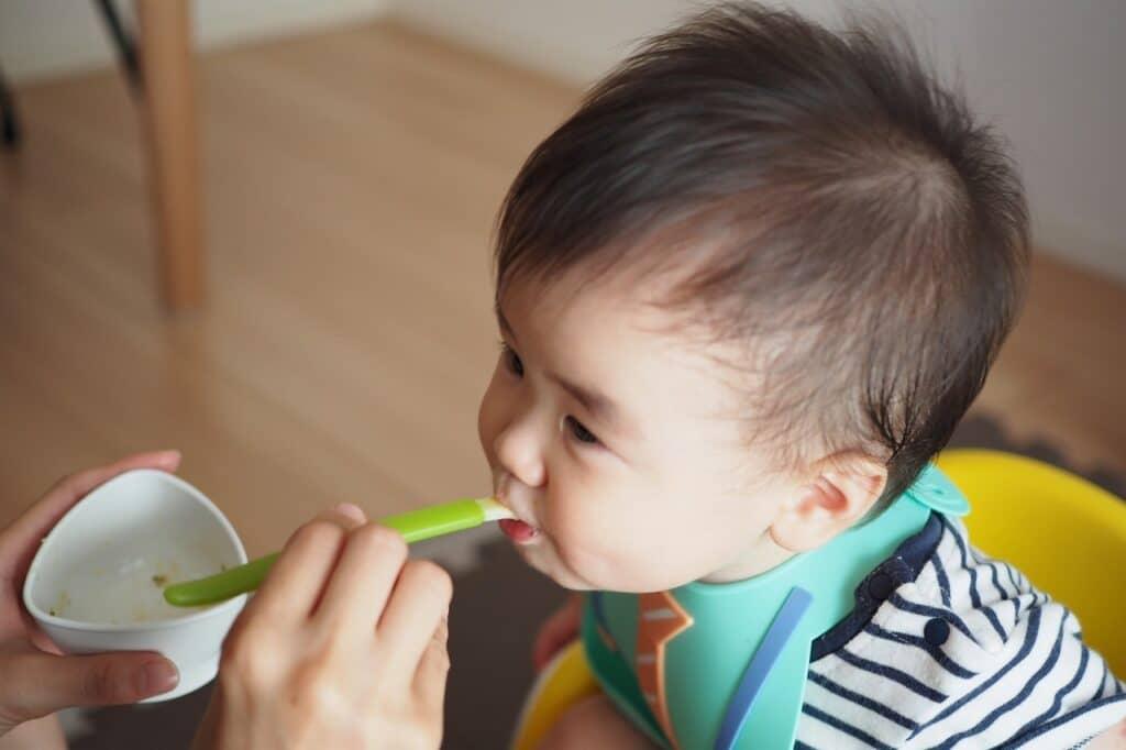 生後9ヶ月は離乳食が3回へ! タイミング時期はいつ?