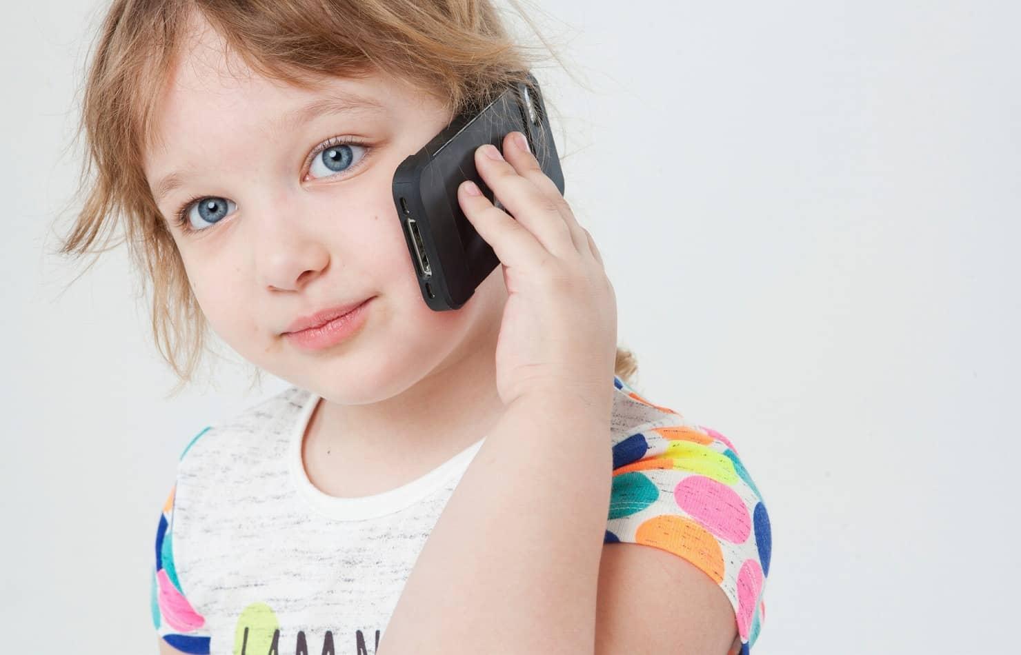 スマホ・携帯電話のおもちゃの選び方とおすすめ13選! ディズニーや写真が撮れる機能も人気