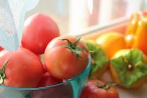 離乳食でトマトはいつから食べれる? アレルギーや皮や種の取り除き方、レシピなどを紹介