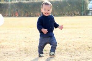 1歳2ヶ月ってどんな時期? 平均的な成長の目安。離乳食や食事量、歯、遊びのことなどを解説