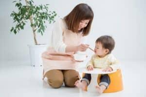 生後5ヶ月に赤ちゃんの離乳食は始めるべき? 生後5ヶ月の離乳初期の進め方、コツは?