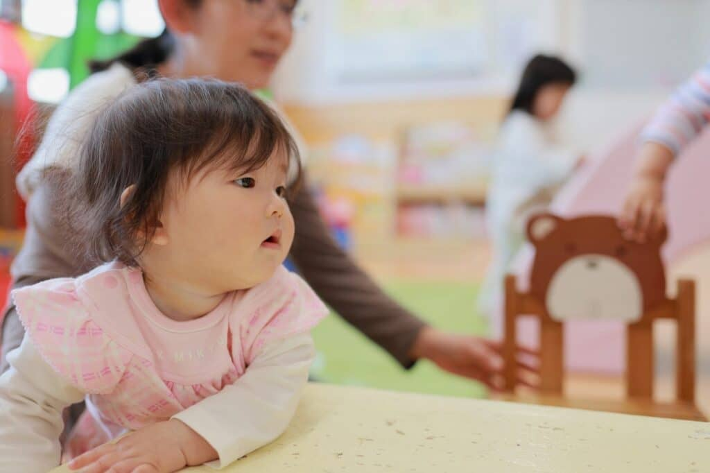 1歳3ヶ月で歩かない:色々なお友達を見て刺激を受けよう