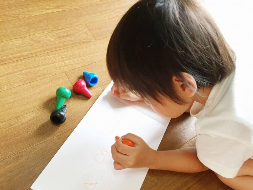 1歳3ヶ月にいい遊びは?:お絵描き