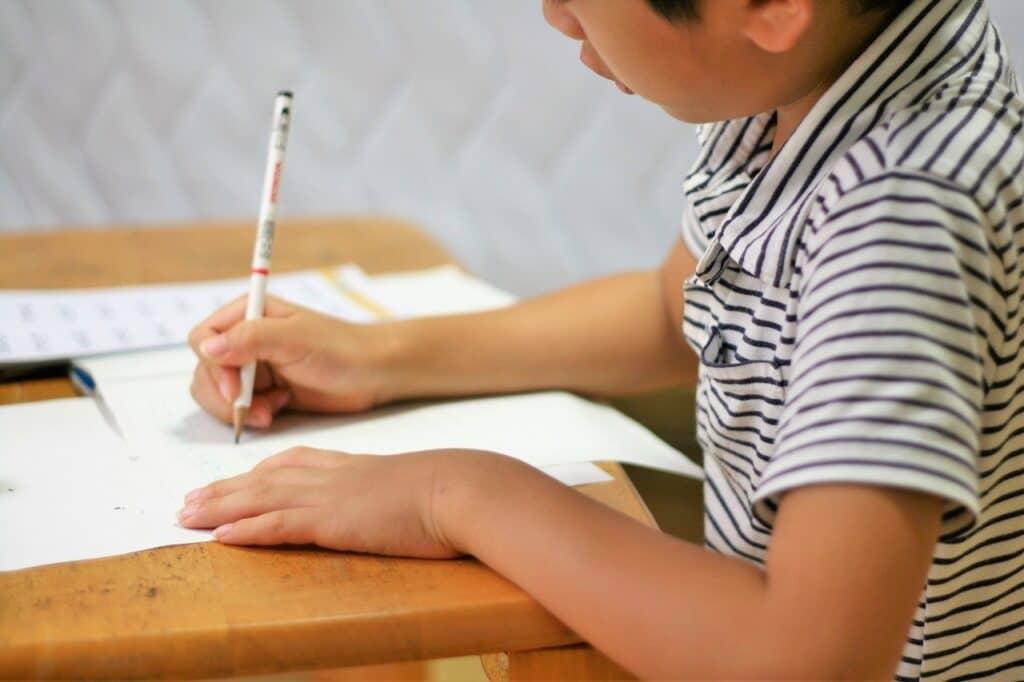 子供の利き手の発達:7~8歳頃