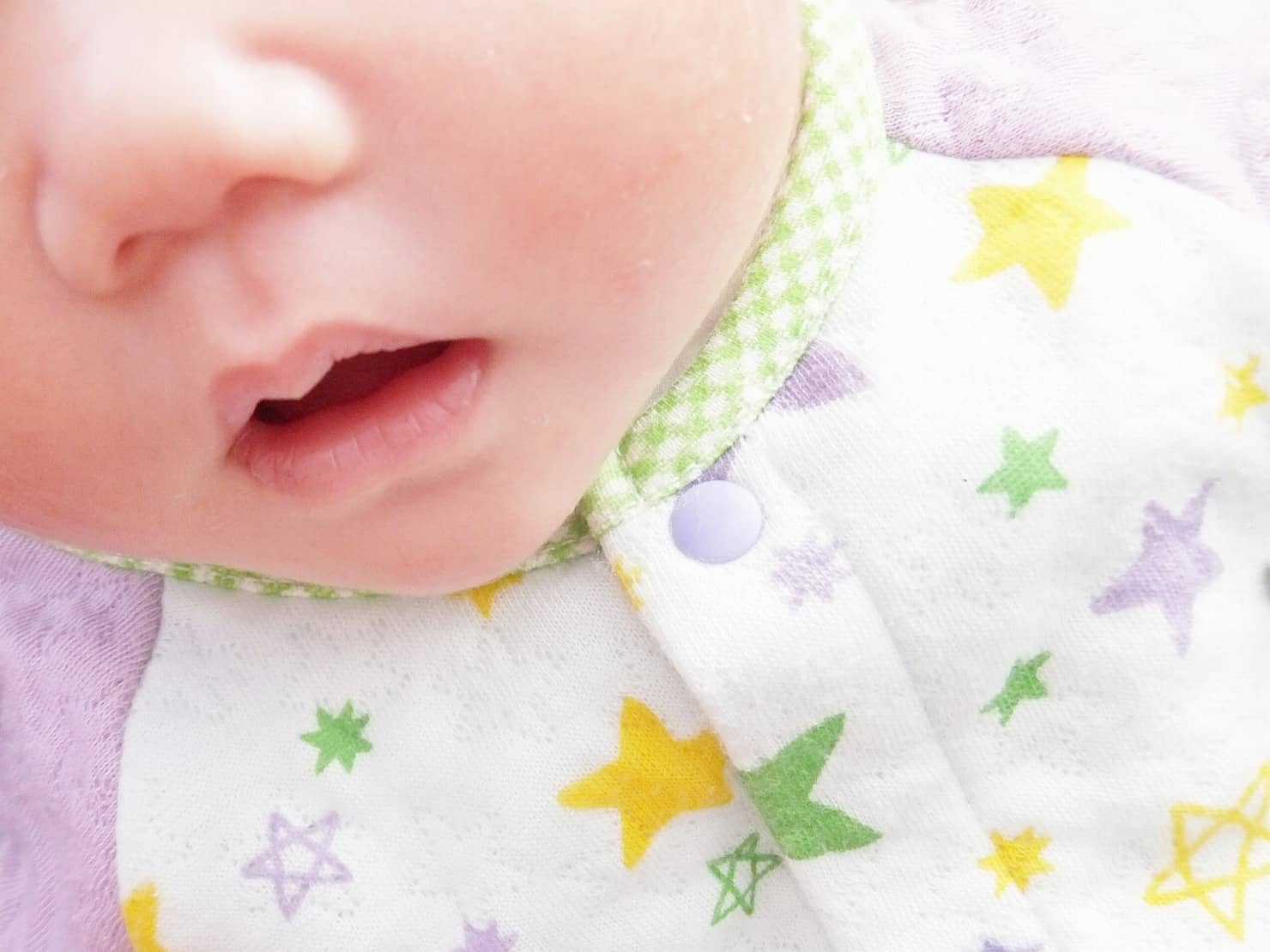新生児のツーウェイオールは便利! 赤ちゃんがいつまで着られる? 選び方やおすすめ10選を紹介