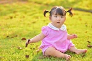 生後10ヶ月の赤ちゃんの成長と育児のポイント! 平均身長、体重、離乳食の回数や遊び方は?
