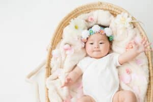 生後6ヶ月の赤ちゃんの発達、体重や身長は? 育児のポイントも紹介