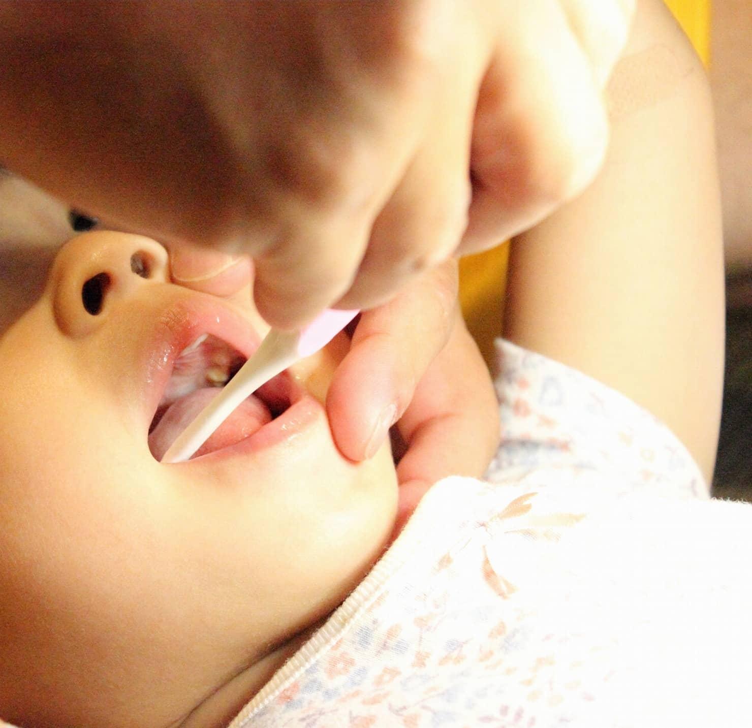 【歯科医監修】子供の歯の矯正はいつから? 子供の仕上げ磨きはいつまで? ポイントは?