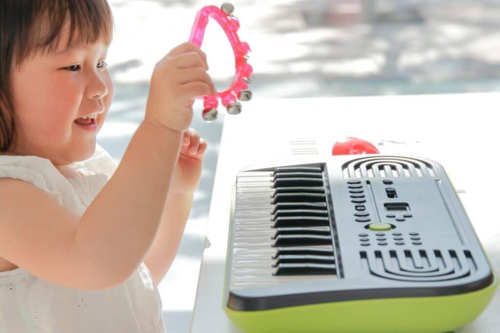 4歳よりも早くはじめたいならリトミックなどの音楽教室がおすすめ