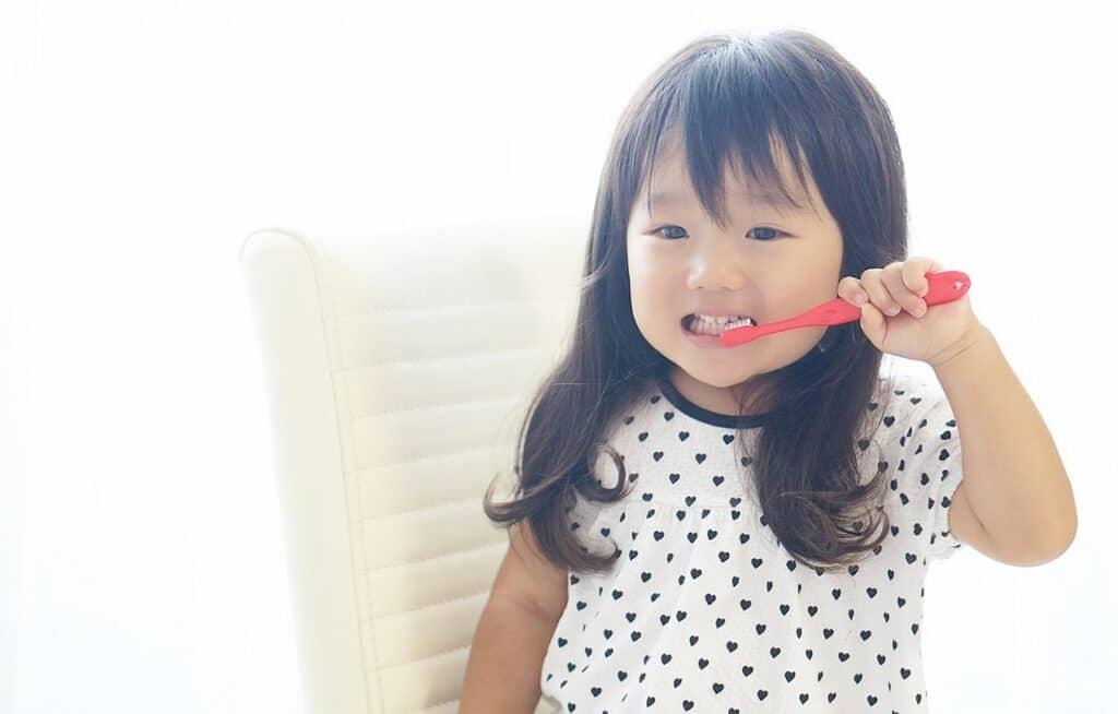 歯磨きをしっかりできるようになるまで控えている
