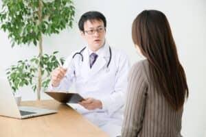 働く妊婦を守る「母性健康管理指導事項連絡カード」とは? 対象になる症状や措置を解説