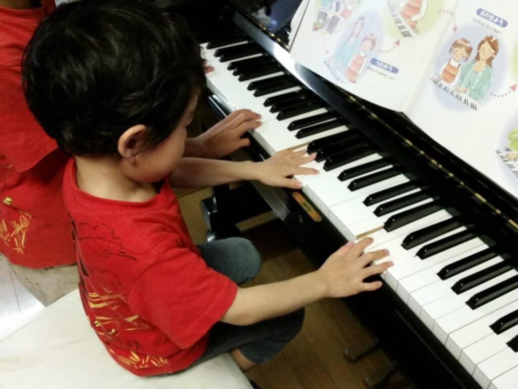 ピアノを習いはじめるのは早ければいい?