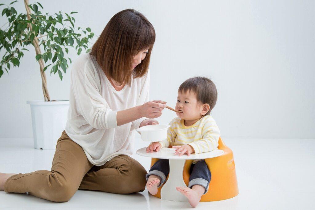 離乳食用の椅子はいつから必要?