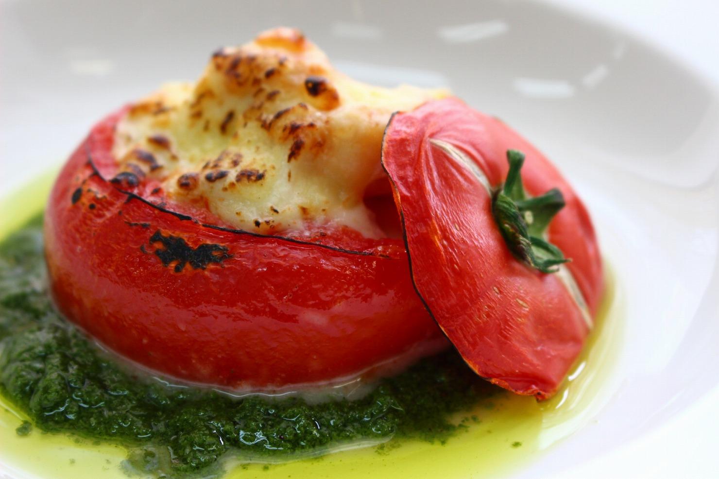 栄養満点!サバ缶を使ったお手軽トマトグラタン