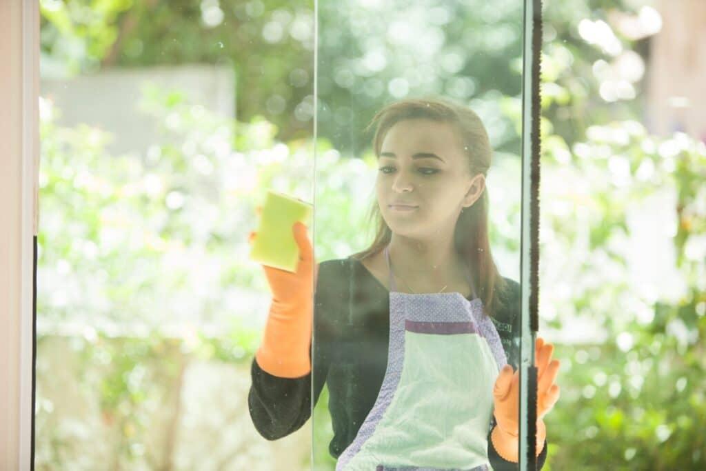 窓ガラスの拭きムラを残さないコツ