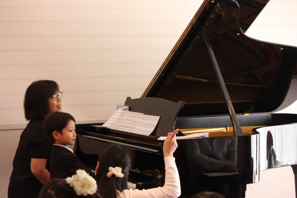 子供のピアノ教室:マナーを教えてくれる