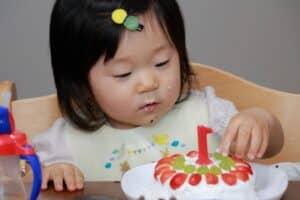 1歳の誕生日に離乳食ケーキが人気? おすすめレシピやプレート11選