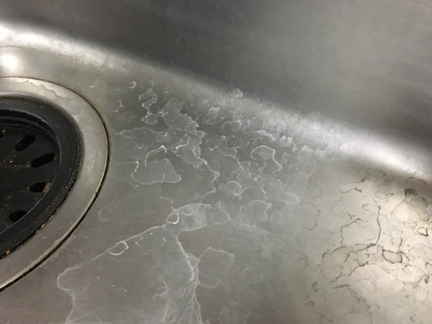 水垢のウロコ汚れを綺麗に落とす方法を知りたい! スッキリ落とす方法と予防策