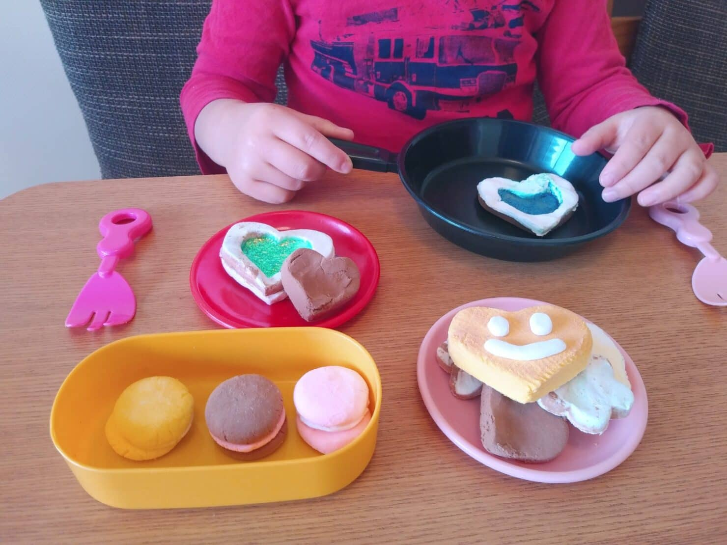 樹脂粘土がおすすめな理由とは? 特徴や購入できるお店は? 子供と一緒に作ってみよう!