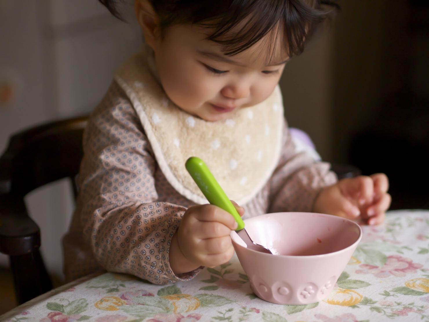 生後8ヶ月の離乳食の進め方は? スケジュールやレシピ、嫌がる時の対策などを紹介